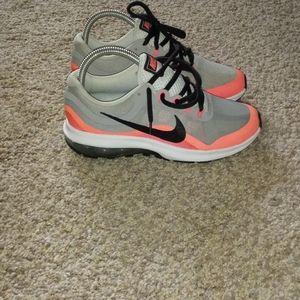 PRE-OWNED nike max dynasty 2 SIZE 3.5y 2016